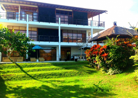Spacious house in South Kuta with Internet, Pool, Balcony, Garden