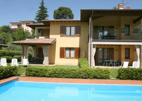 Spacious apartment in the center of Moniga del Garda with Washing machine, Air conditioning, Garden