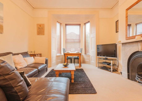 Spacious apartment very close to the centre of Plymouth with Internet, Washing machine