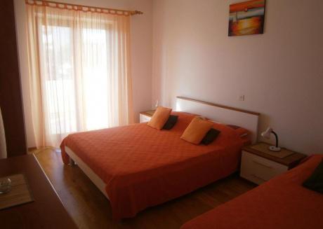 Apartman s 2 spavaće sobe i terasom