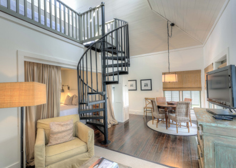 Hayek Carriage House - Seconds to the Beach in Rosemary Beach