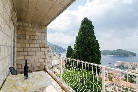 Cozy apartment in the center of Dubrovnik with ... Slide-2