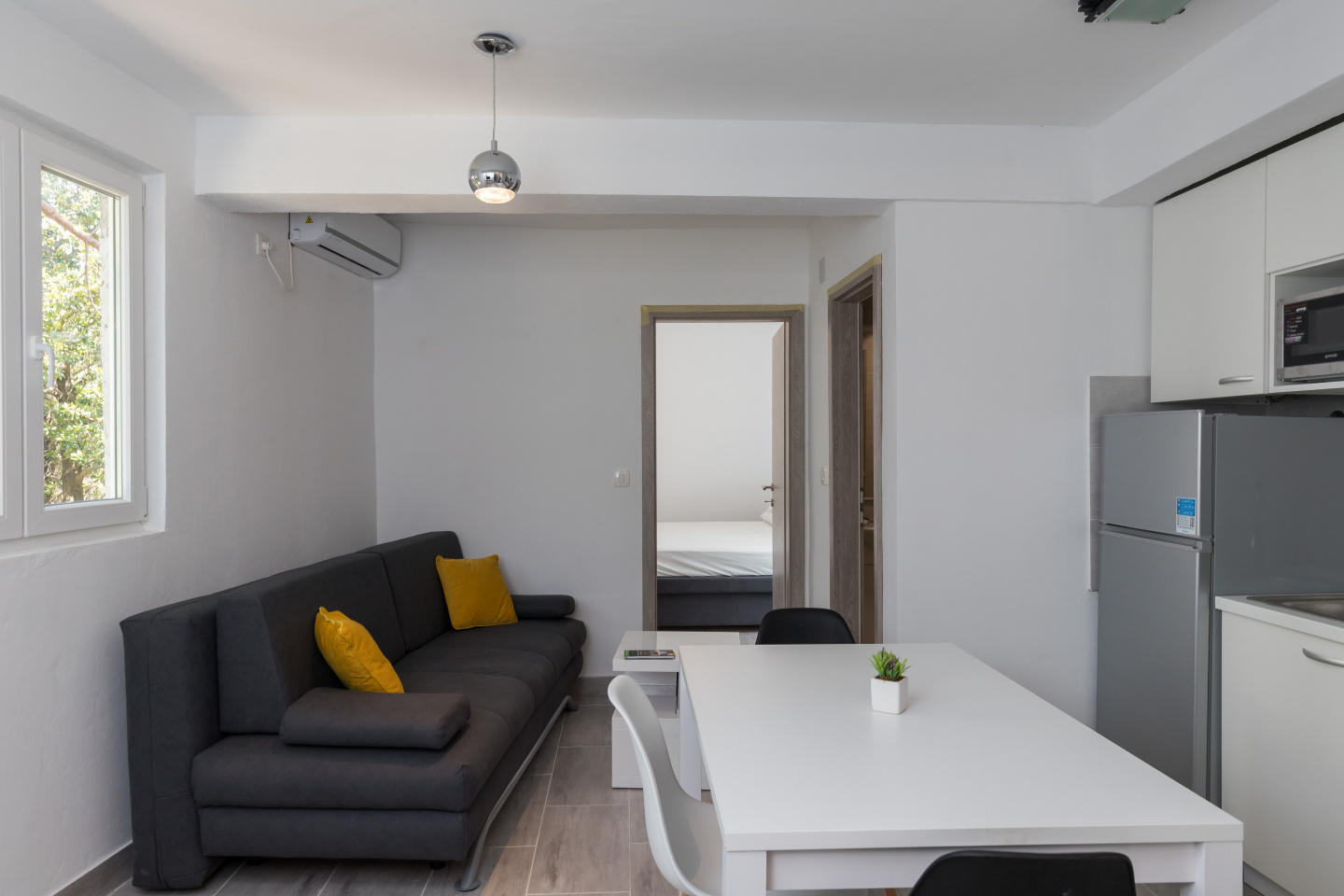 Cozy apartment close to the center of Dubrovnik... Slide-3