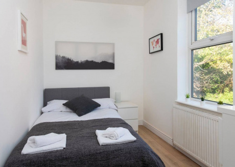 Cozy apartment in Manchester with Parking, Internet, Washing machine