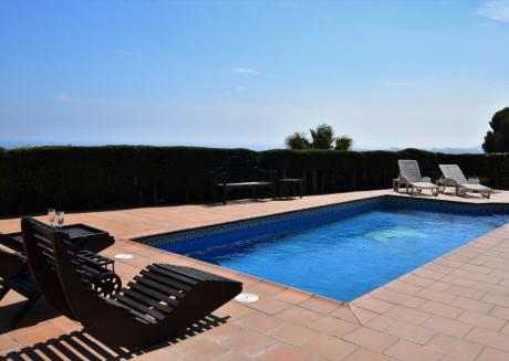 Cozy villa in the center of Santa Susanna with Parking, Internet, Washing machine, Pool