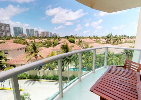 3 Bedroom / 2 Bath Apartment @ Ocean Reserve 426
