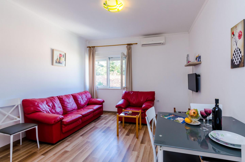 Cozy apartment close to the center of Dubrovnik... Slide-2