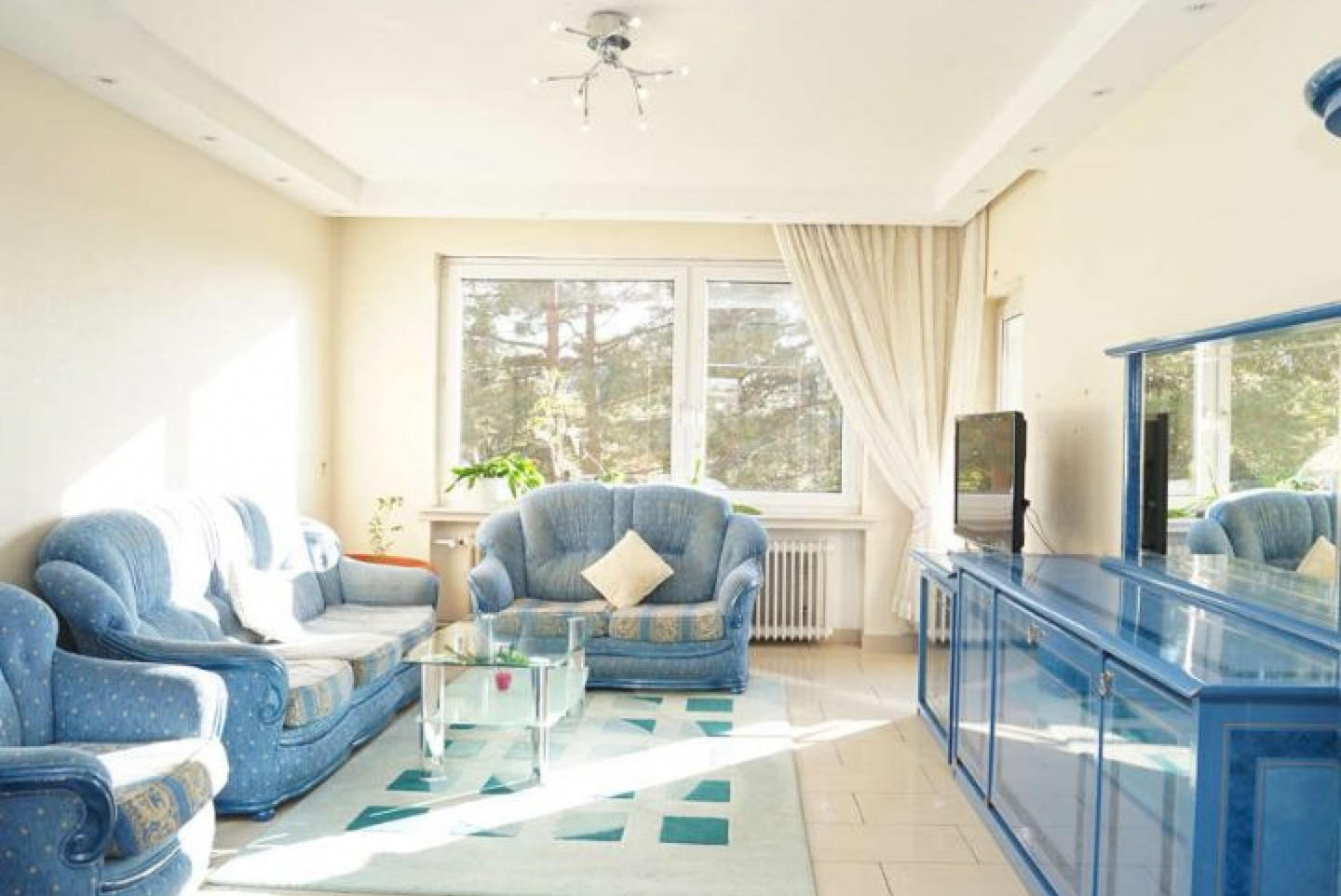 Spacious apartment very close to the centre of ... Slide-3
