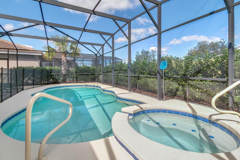 5 Bedrooms/4 Bathrooms Solterra Resort (5164OA) Slide-1