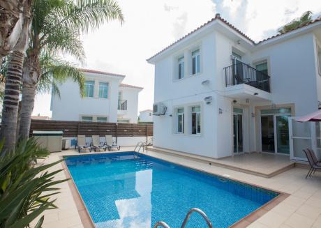 3 Bedroom villa with private pool in Protaras center