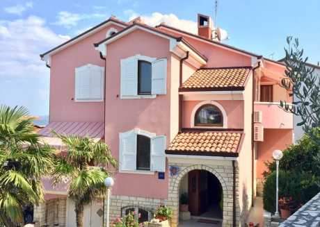 Cozy apartment in the center of Crveni Vrh with Parking, Internet, Air conditioning, Balcony