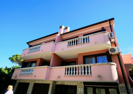Spacious apartment in the center of Crveni Vrh with Parking, Internet, Washing machine, Air conditioning