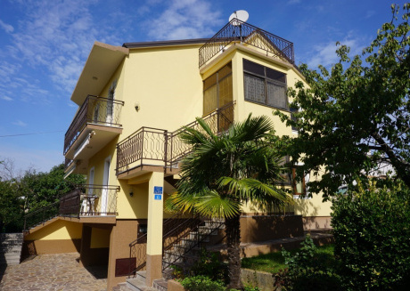 Spacious apartment in the center of Bašanija with Parking, Internet, Air conditioning, Balcony