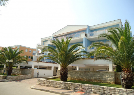 Spacious apartment in the center of Crveni Vrh with Lift, Parking, Internet, Air conditioning