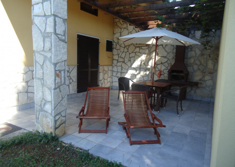 Cozy apartment in the center of Bašanija with Parking, Internet, Air conditioning, Terrace