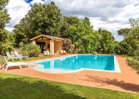 Spacious country house close to the center of Sinalunga with Parking, Internet, Washing machine, Pool