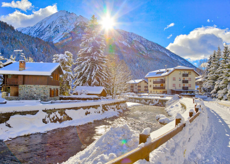 Cozy apartment in the center of Champoluc with Parking, Internet, Washing machine, Balcony