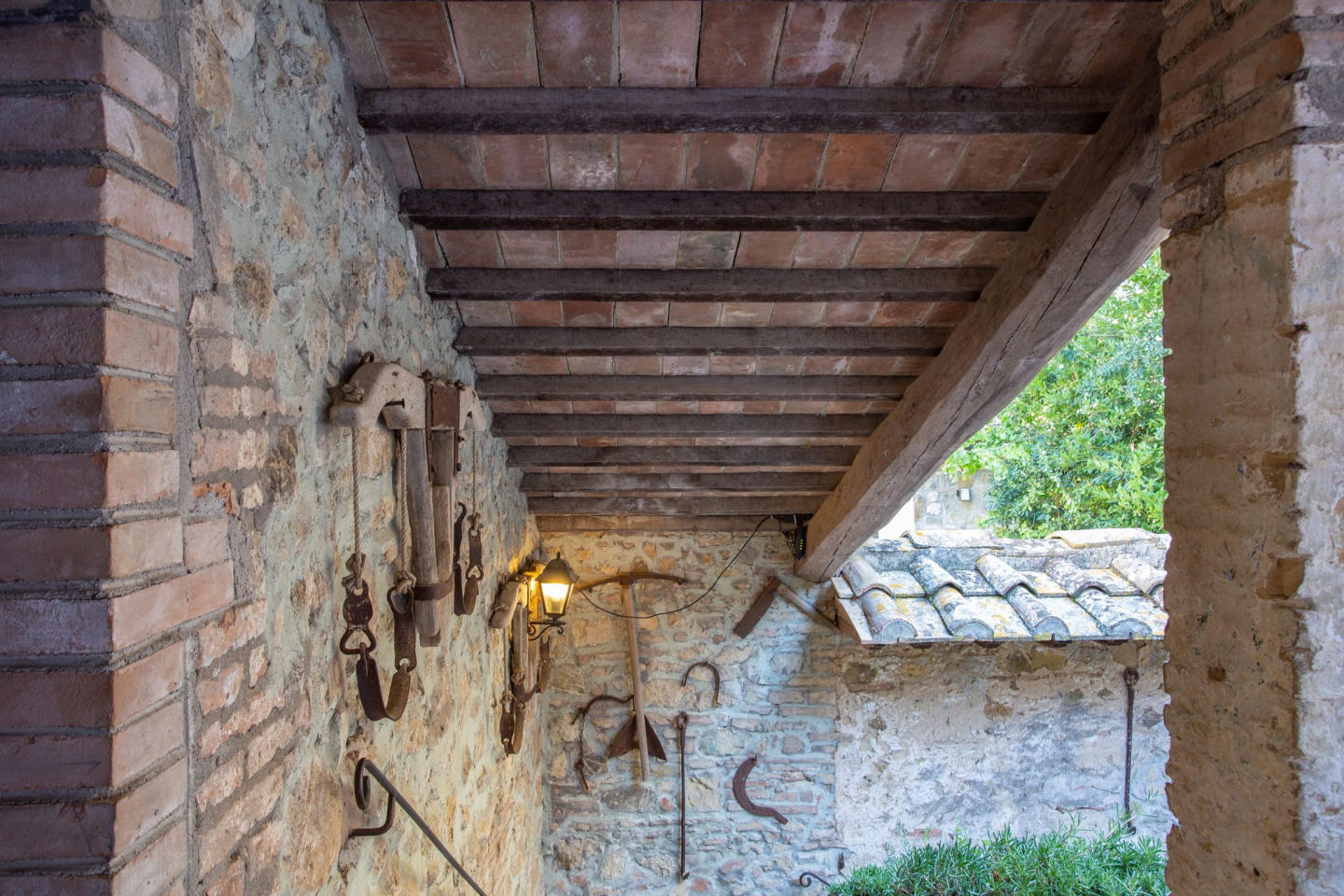 Spacious apartment in San Gimignano with Parkin... Slide-1