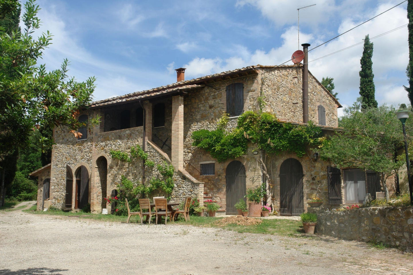 Cozy country house in San Gimignano with Parkin... Slide-1