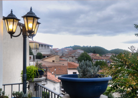 Spacious apartment in Brienza with Internet, Washing machine