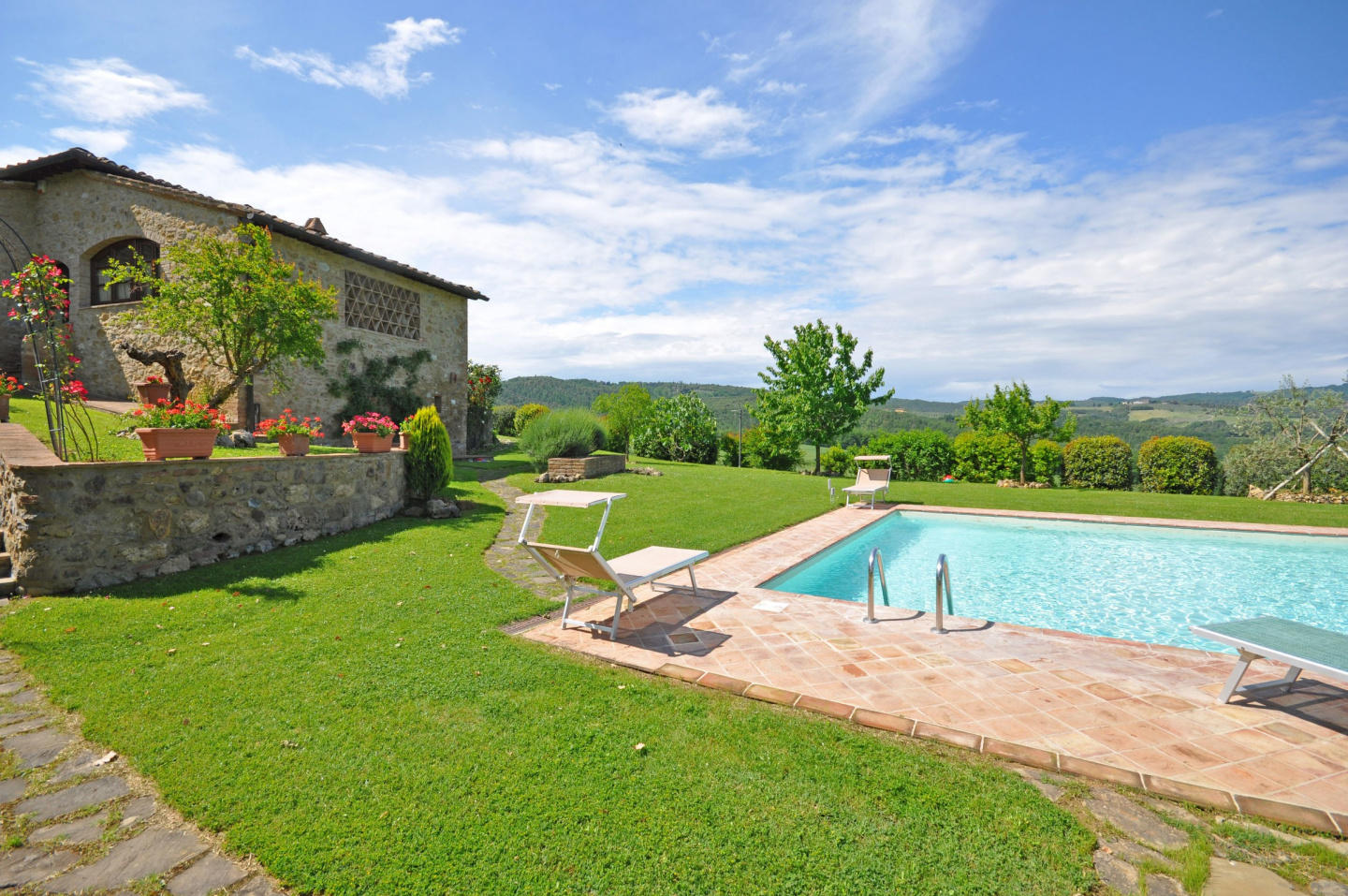 Spacious villa in San Gimignano with Parking, I... Slide-1