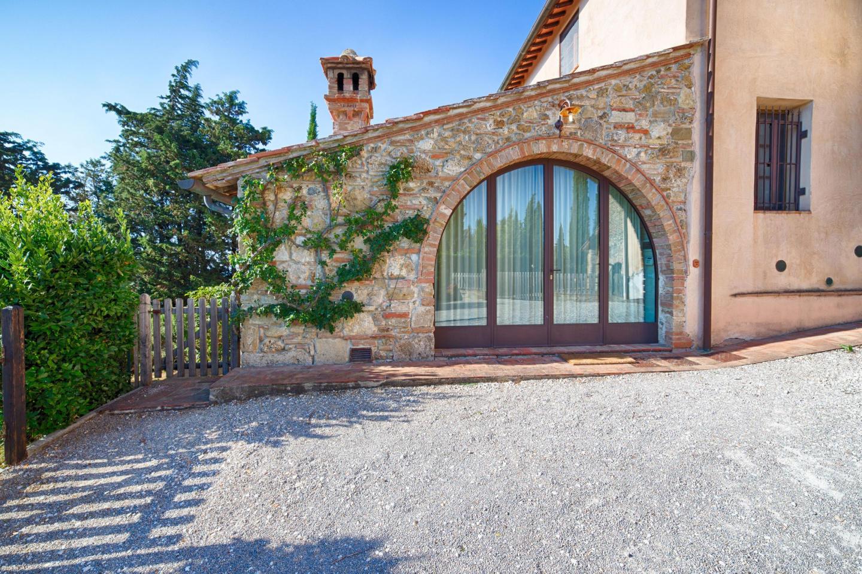 Spacious apartment in San Gimignano with Parkin... Slide-1
