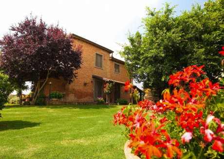 Spacious apartment in Castiglion Fiorentino with Parking, Internet, Washing machine, Air conditioning