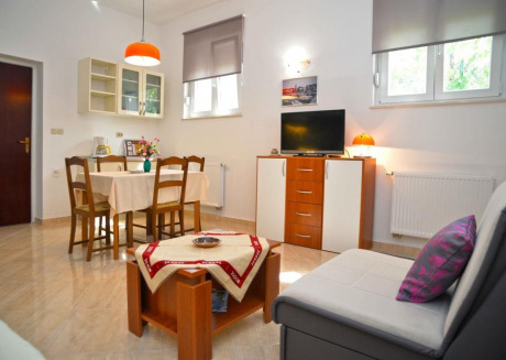 Cozy apartment in the center of Betina with Parking, Internet, Terrace
