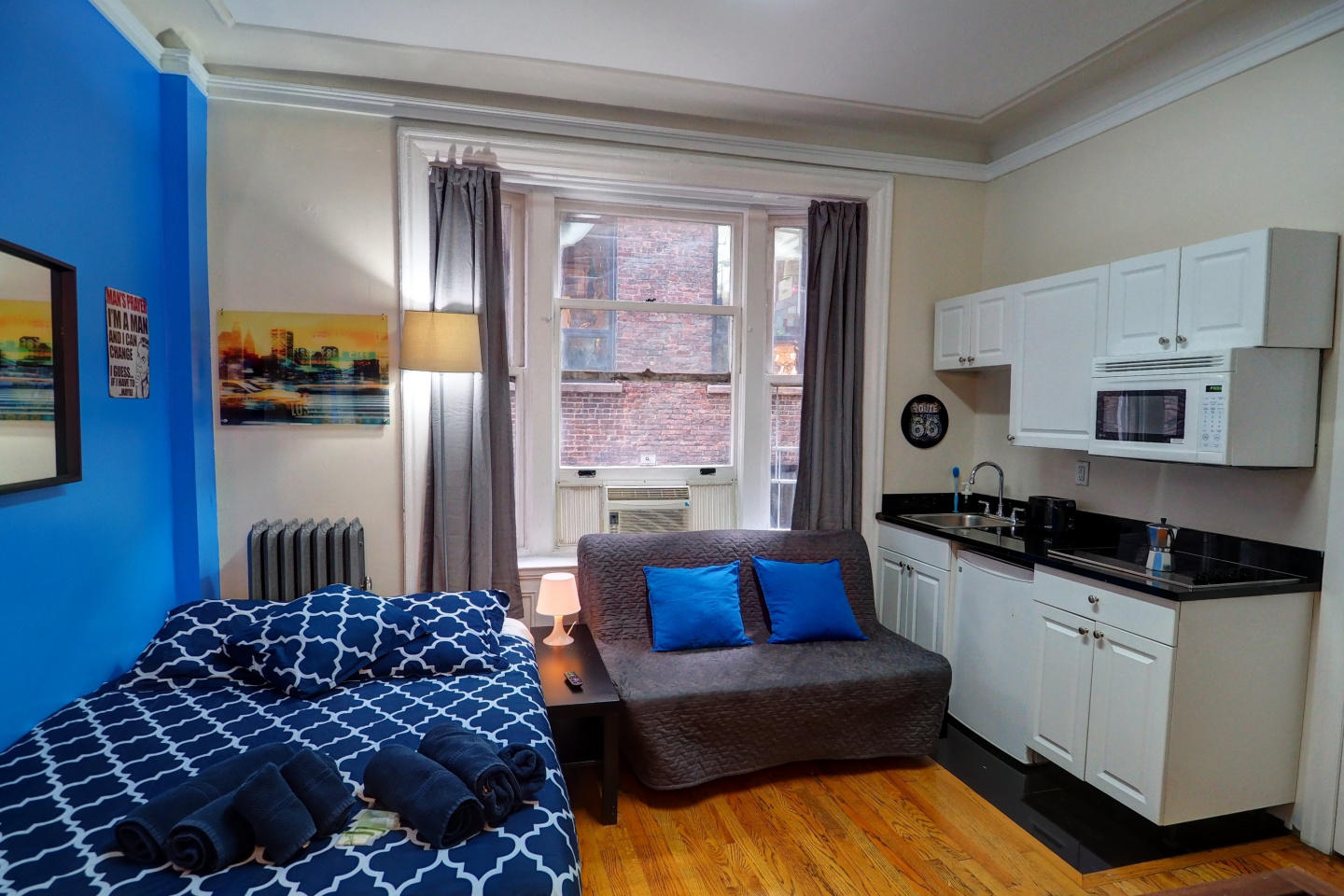 Cozy apartment in the center of New York with L... Slide-1