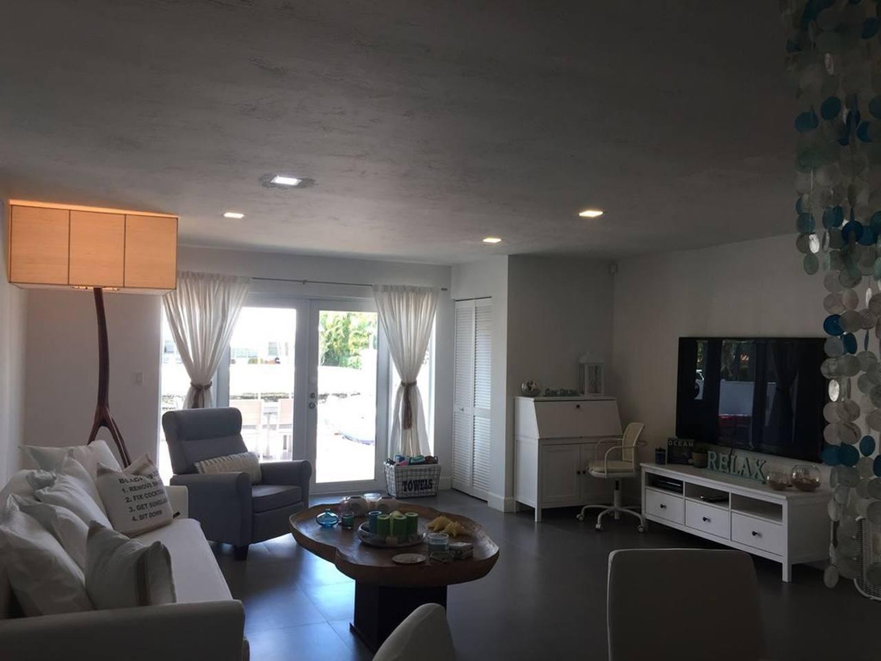 Cozy house in North Miami Slide-1