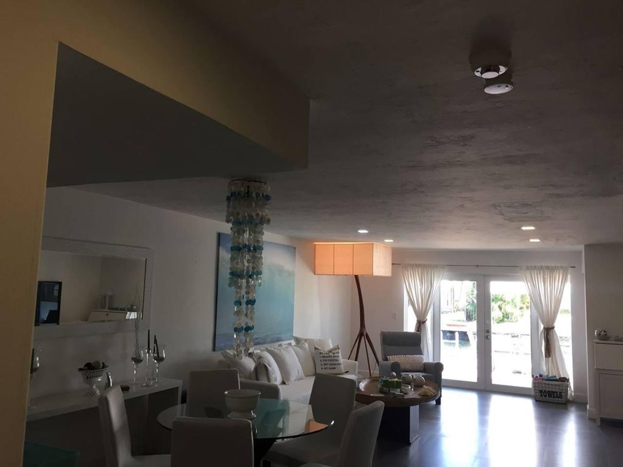 Cozy house in North Miami Slide-2