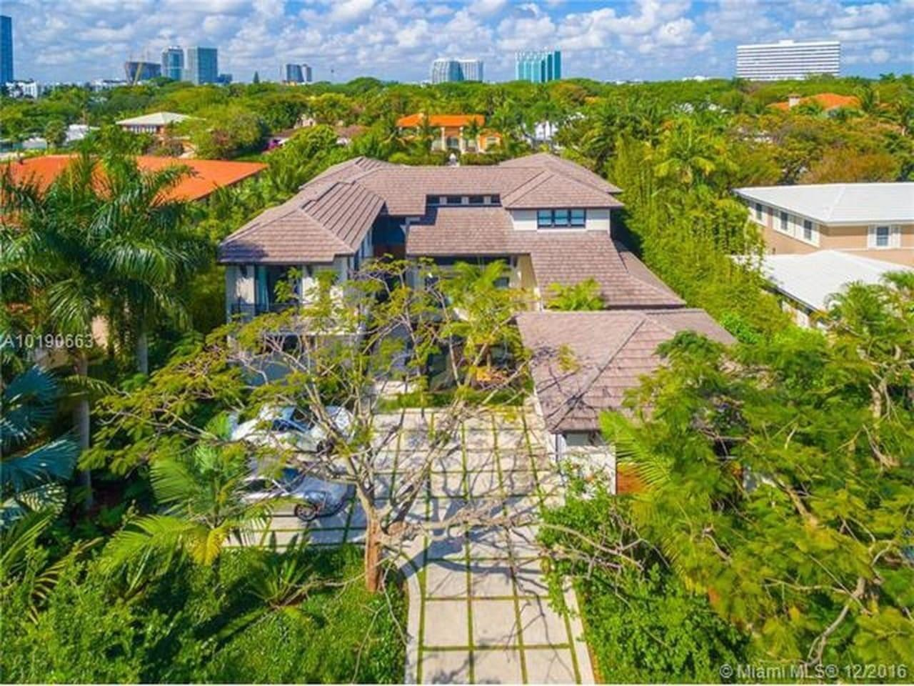 Cozy house in Miami with Parking, Internet, Was... Slide-3