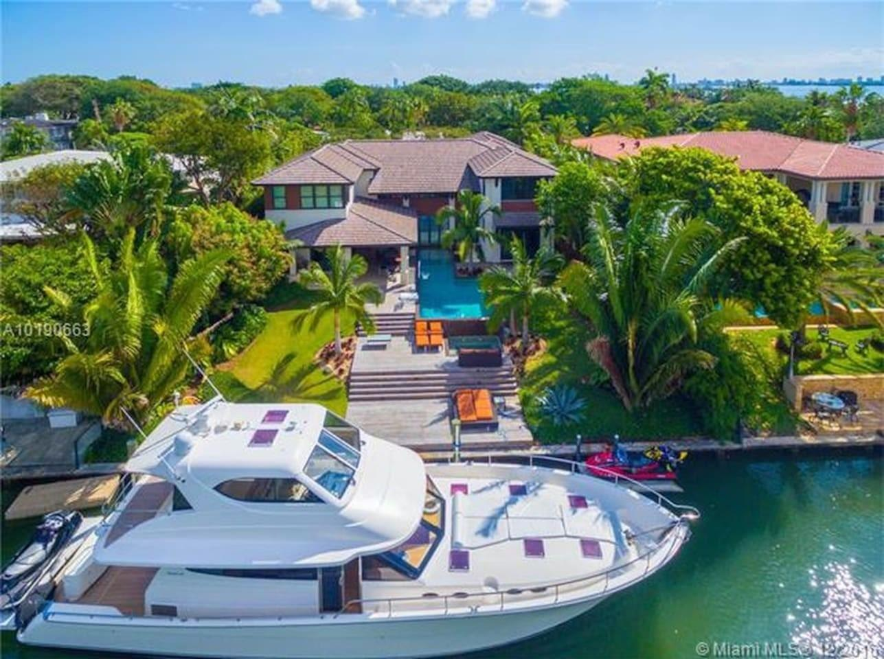 Cozy house in Miami with Parking, Internet, Was... Slide-1