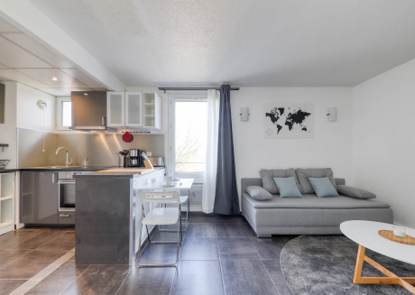 Cozy apartment in the center of Magny-le-Hongre with Lift, Parking, Internet