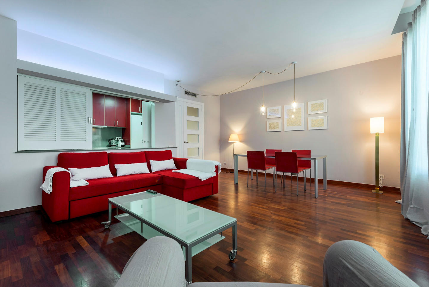 Spacious apartment in the center of Barcelona w... Slide-3