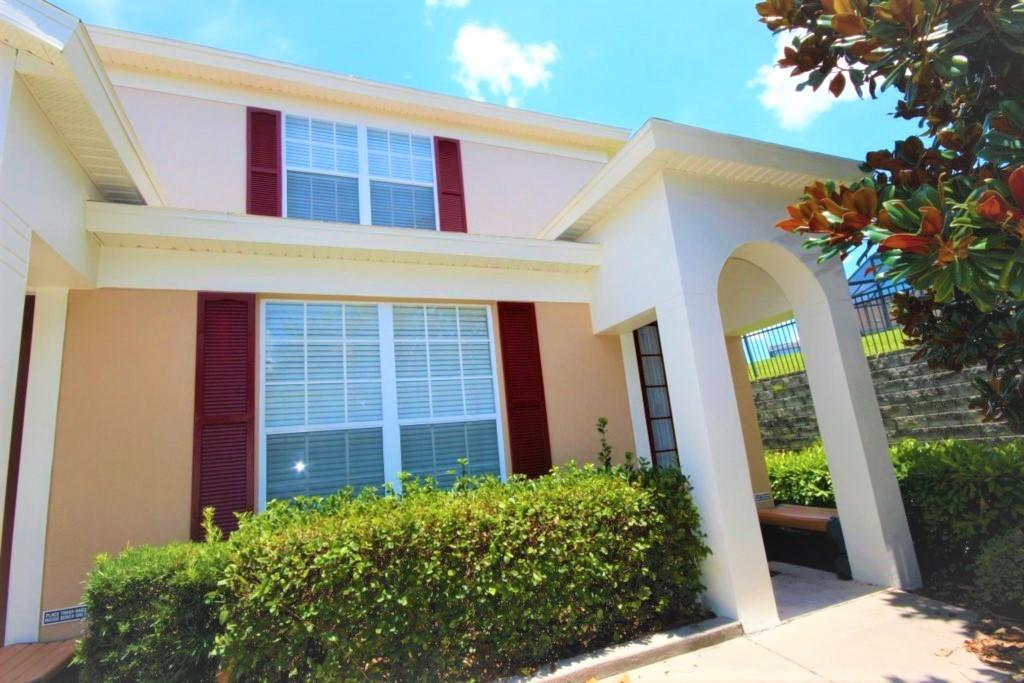 Spacious house in Kissimmee with Parking, Inter... Slide-1