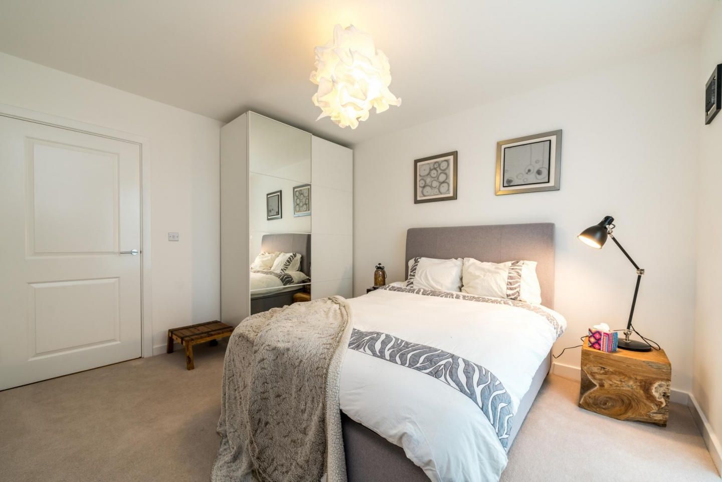 Spacious apartment in London with Lift, Interne... Slide-2