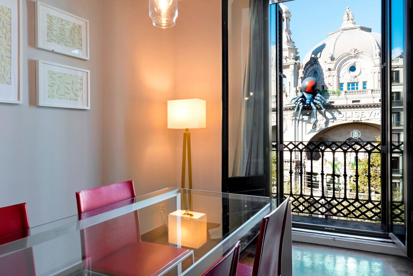 Spacious apartment in the center of Barcelona w... Slide-1