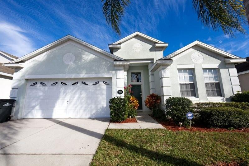 Spacious house in Kissimmee with Parking, Inter... Slide-2