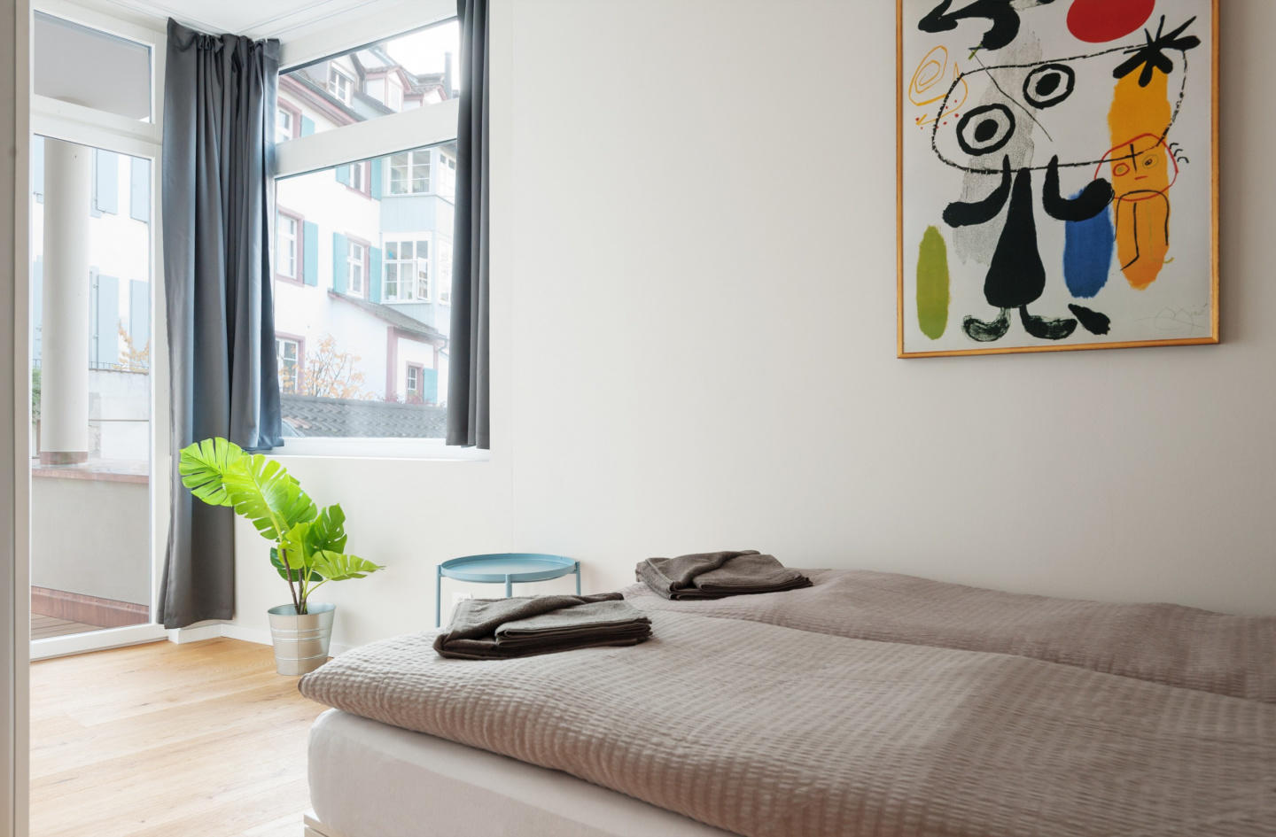 Cozy apartment in the center of Basel with Lift... Slide-1