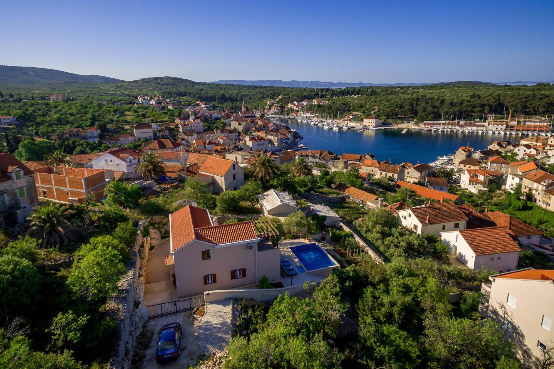 Beautiful Family Villa Helena, Milna-sea View! Slide-2
