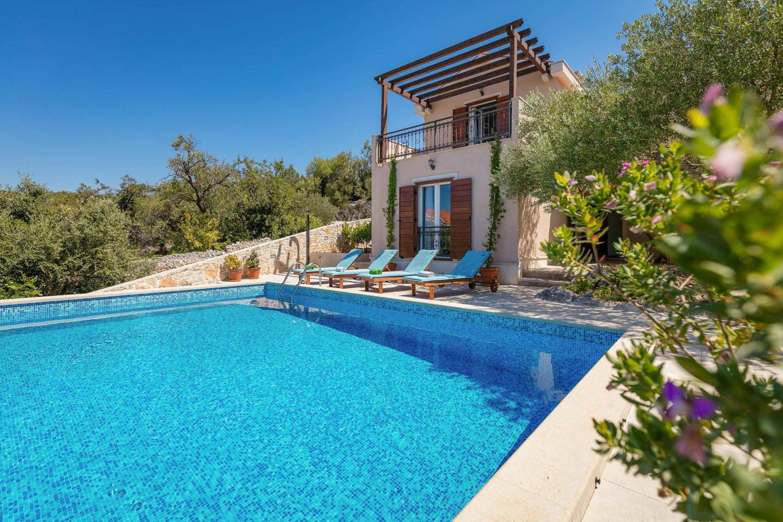 Beautiful Family Villa Helena, Milna-sea View! Slide-1