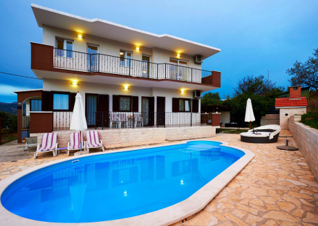Villa Ivana With Pool In Split Town