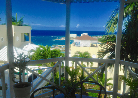 1 st Class Villa, Best Location and low rates Sleeps 7, Personal Cook