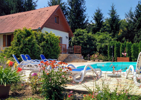 Affordable Luxury Villa with Pool, Sauna, Playground and Wifi