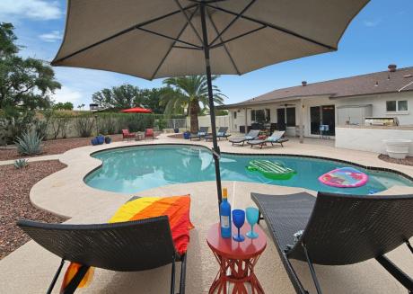 Altadena Cantina ★ Luxury Home w Pool ★ Sleeps 16!