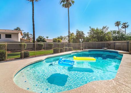 Scottsdale House GREAT POOL ★ 5 BD ★ Sleeps 19!