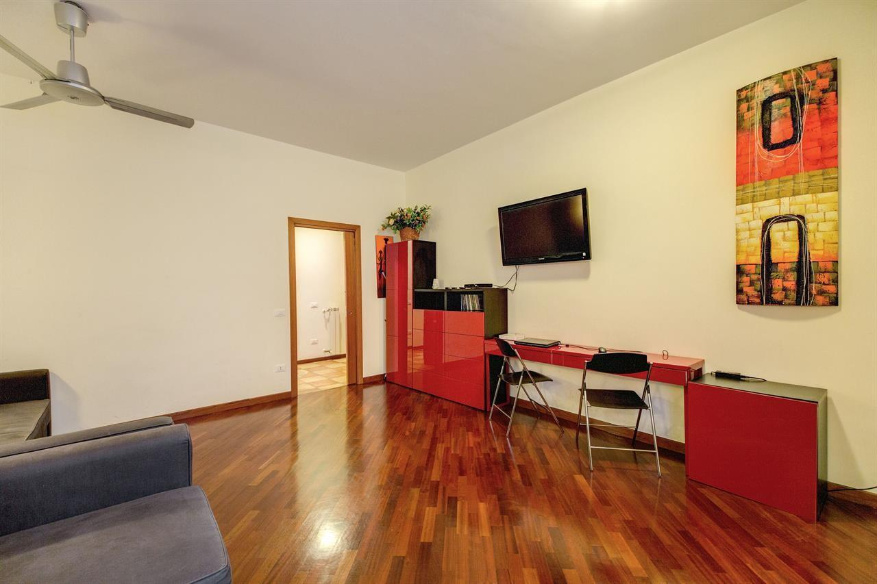 Spacious apartment in Rome with Lift, Internet,... Slide-2