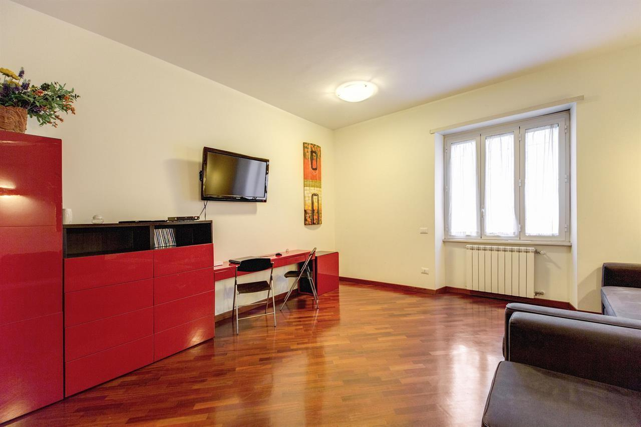 Spacious apartment in Rome with Lift, Internet,... Slide-3