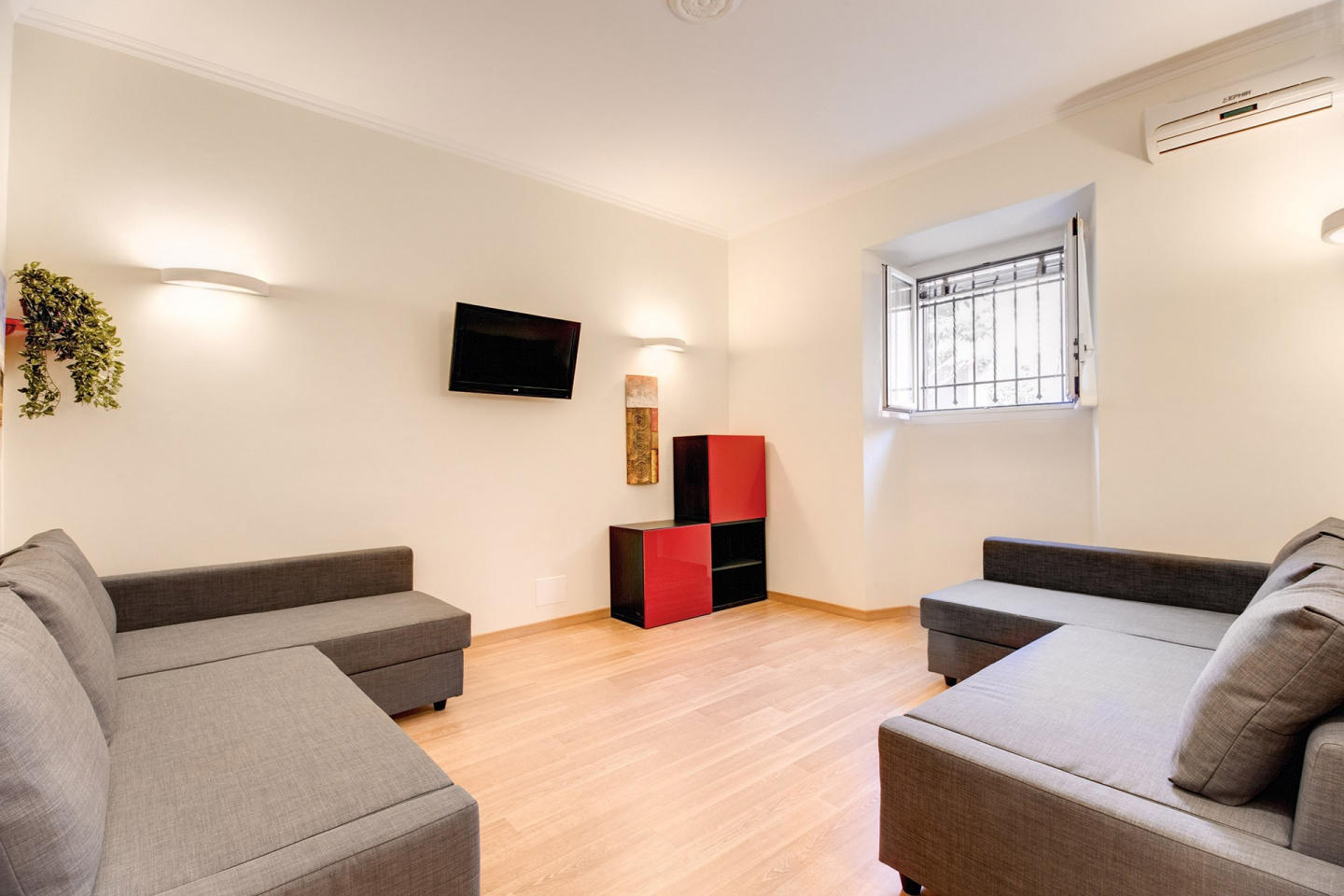 Spacious apartment in Rome with Internet, Washi... Slide-3